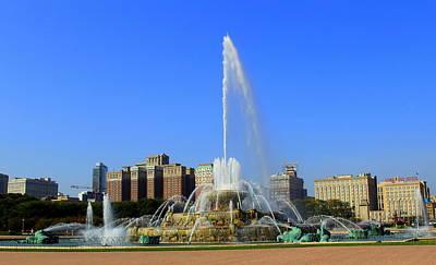 Photograph - Buckingham Fountain Chicago, Il by Fiona Kennard