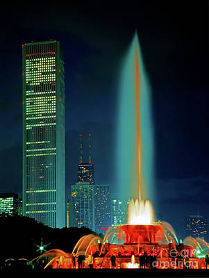 Photograph - Buckingham Fountain  Chicago Landmark by Tom Jelen