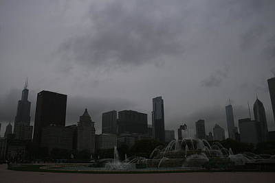 Photograph - Buckingham Fountain Chicago Skyline by Christopher Kirby