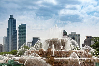 Photograph - Buckingham Fountain In Chicago by Melanie Alexandra Price