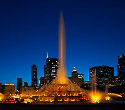 Parks Photograph - Buckingham Fountain Nightlight Chicago by Steve Gadomski