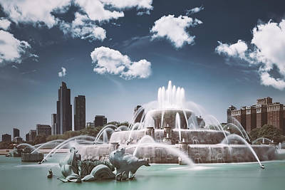 Vintage Diner Cars - Buckingham Fountain by Scott Norris