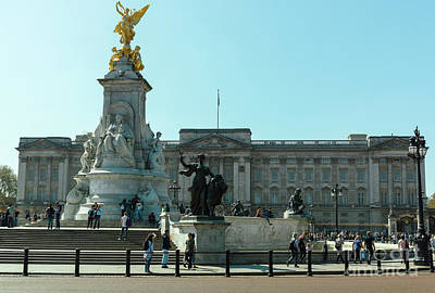 Photograph - Buckingham Palace by Giuseppe Torre