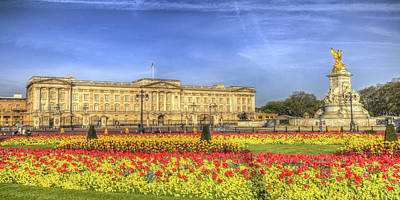 Photograph - Buckingham Palace London Panorama by David Pyatt