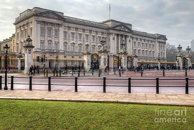 Photograph - Buckingham Palace by Rick Mann