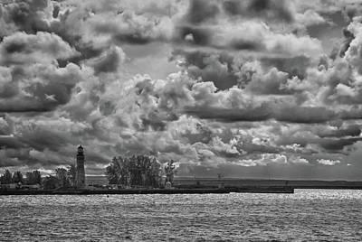 Photograph - Buffalo Lighthouse 8111 by Guy Whiteley