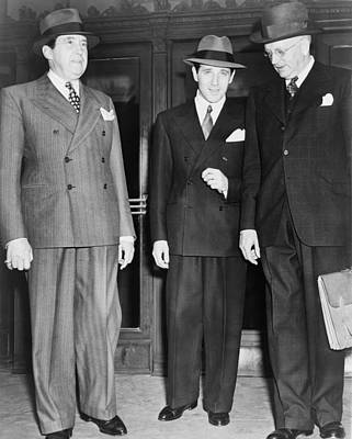 Ancestry Photograph - Bugsy Siegel Center With His Lawyers by Everett