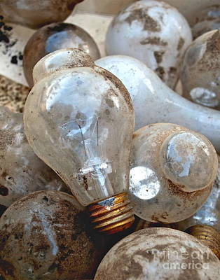 Old Light Bulb Photograph - Bulb Picking by Gwyn Newcombe