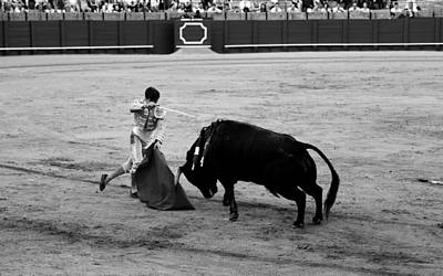 Photograph - Bullfighting 21b by Andrew Fare