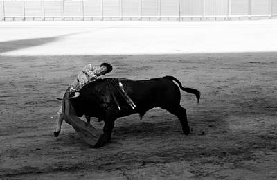 Photograph - Bullfighting 26b by Andrew Fare