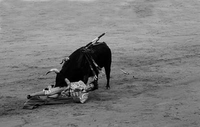 Photograph - Bullfighting 29b by Andrew Fare