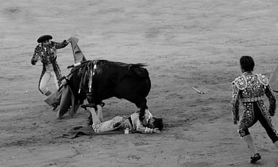 Photograph - Bullfighting 30b by Andrew Fare
