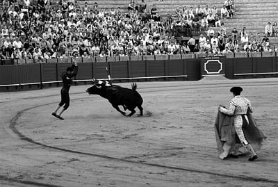 Photograph - Bullfighting 35b by Andrew Fare
