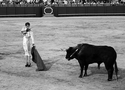 Photograph - Bullfighting 39b by Andrew Fare