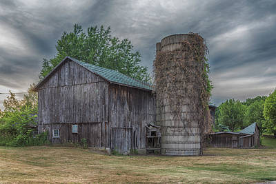 Photograph - Bullis Road Barn by Guy Whiteley