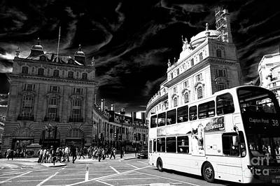 Photograph - Bus In Piccadilly Circus by John Rizzuto