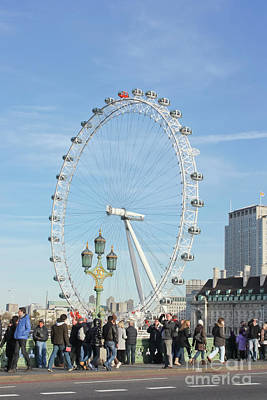Photograph - Bustling Past The Eye London by Terri Waters