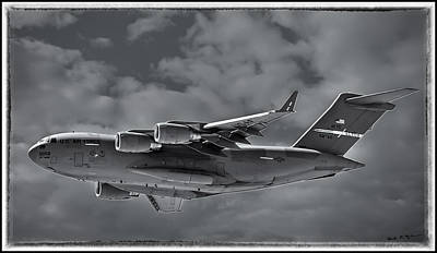 Photograph - C-17 Globemaster IIi Bwf by Mark Myhaver