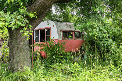 Photograph - Cabin In The Woods by Lindy Grasser