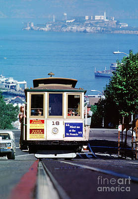 Photograph - Cable Car 18 Heading Up The Hyde Street Line by Wernher Krutein