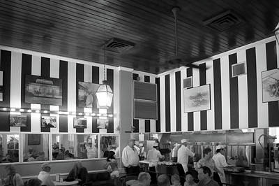 Cafe Du Monde In Black And White Art Print