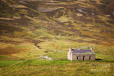 Country Cottage Photograph - Cairngorms Cottage by Jane Rix