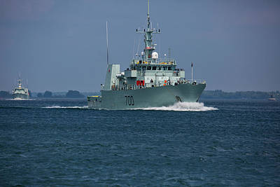 Photograph - Canadian Navy's Kingston by Richard Lee
