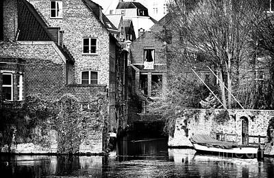 Canal Living In Bruges Print by John Rizzuto