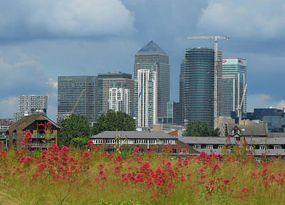 Photograph - Canary Wharf 01 by Bob Williams