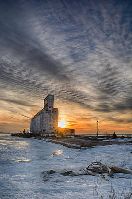 Photograph - Cargill In The Sun Flare by Guy Whiteley