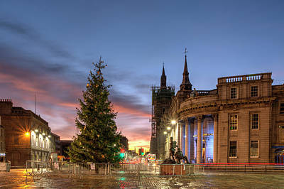 Photograph - Castlegate At Christmas by Veli Bariskan
