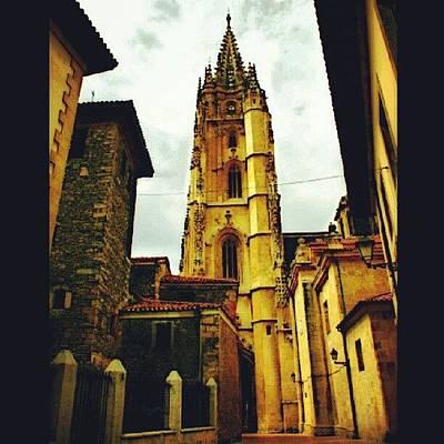 Skylines Wall Art - Photograph - Catedral De Oviedo. Esa Torre Tiene by Víctor Díaz Haces