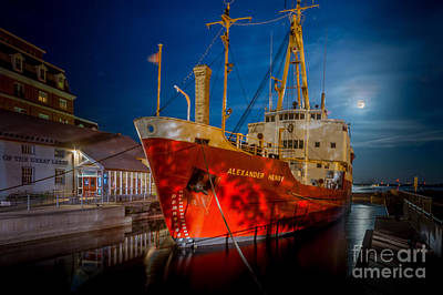 Photograph - Ccgs Alexander Henry by Roger Monahan