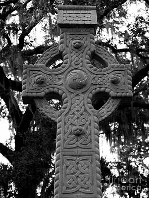 Photograph - Celtic Cross In Emmet Park by Carol Groenen