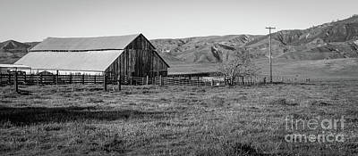 Photograph - Steinbeck Country Barn by Jeffrey Hubbard