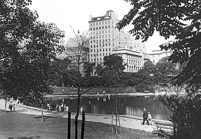 Photograph - Central Park In New York City by Underwood & Underwood