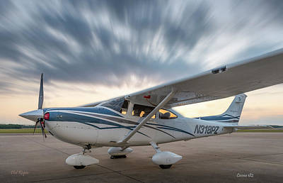 Cessna 182 On The Ramp Art Print