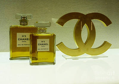 Chanel No 5 With Cc Logo Art Print