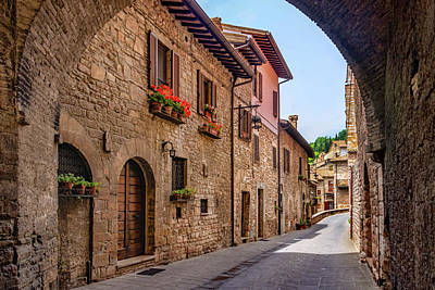 Photograph - Charming Street In Assisi by Carolyn Derstine