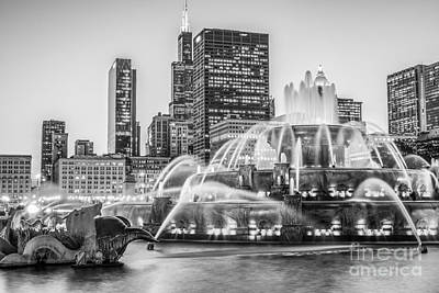 Buckingham Fountain Wall Art - Photograph - Chicago Buckingham Fountain Black And White Photo by Paul Velgos