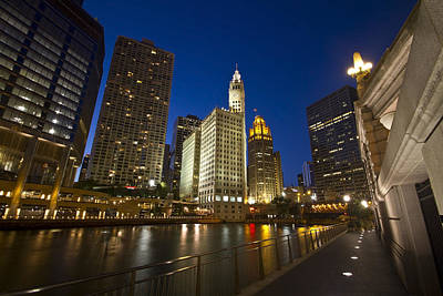 Chicago River And Wrigley Building Art Print by Sven Brogren
