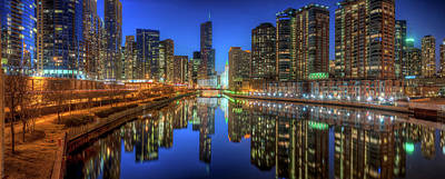 Riverwalk Photograph - Chicago River East by Steve Gadomski
