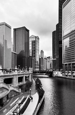 Avenue Photograph - Chicago Riverview by Peter Chilelli