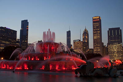 Buckingham Fountain Wall Art - Photograph - Chicago Skyline And Buckingham Fountain by Sven Brogren