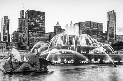Buckingham Fountain Wall Art - Photograph - Chicago Skyline Black And White Pic by Paul Velgos