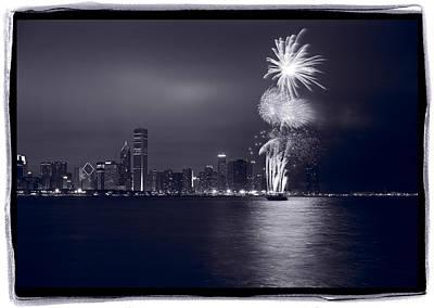 White Fireworks Photograph - Chicago Skyline With Fireworks by Steve Gadomski