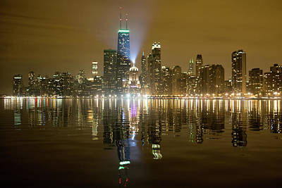 Photograph - Chicago Skyline With Lindbergh Beacon On Palmolive Building by Peter Ciro