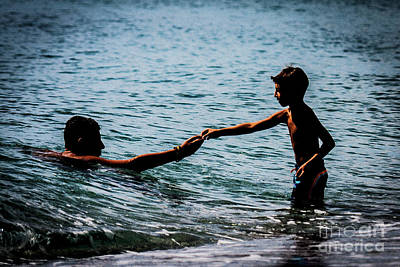 Photograph - Children At Sea by Bruno Spagnolo