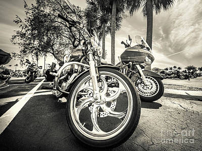 Photograph - Chopper Series Gpr01244 by Carlos Diaz