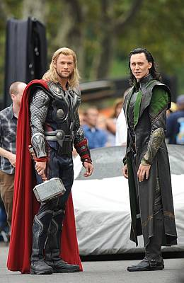 Super Hero Photograph - Chris Hemsworth, Tom Hiddleston by Everett